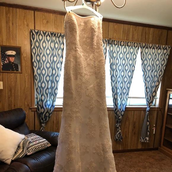 Oleg Cassini Dresses & Skirts - oleg cassini wedding dress size 8
